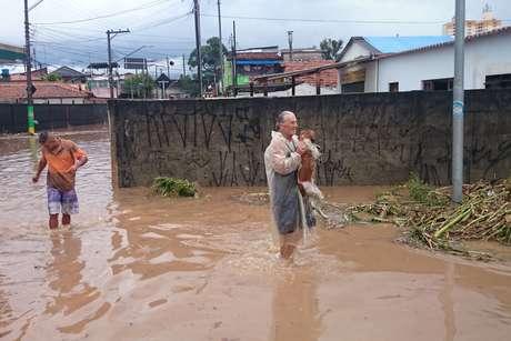 <p>A chuva causouenchente em diversos pontos da região de Itaquera, em São Paulo (SP), nesta quarta-feira</p>