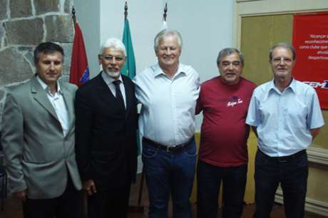 <p>Atuaisvice-presidentes, Luiz Carlos Casagrande (ao lado de Bohlen) e Aldo Coser (à esq.) assumem por estatuto o Paraná</p>