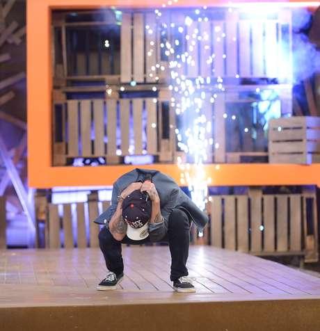 Nesta quarta-feira (10) aconteceu a final da 'Fazenda 7'. Favorita, Babi Rossi acabou vendo o cantor DH Silveira levar o prêmio de R$ 2 milhões e vencer o reality