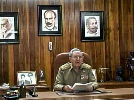 TV cubana mostra o presidente Raúl Castro fazendo um discurso à nação, em 17 de dezembro, em Havana. Castro disse que Cuba tinha concordado em restabelecer relações diplomáticas com os Estados Unidos