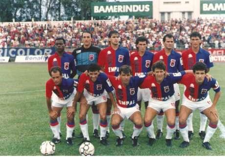 Sérgio Luiz (à esq, agachado) fez o primeiro gol da história do clube