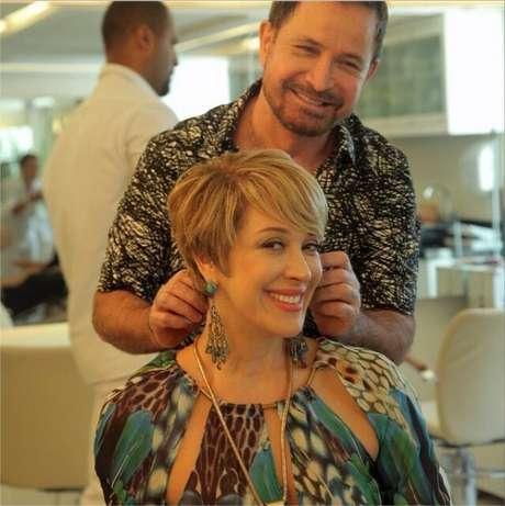 Claudia Raia mostra novo corte de cabelo