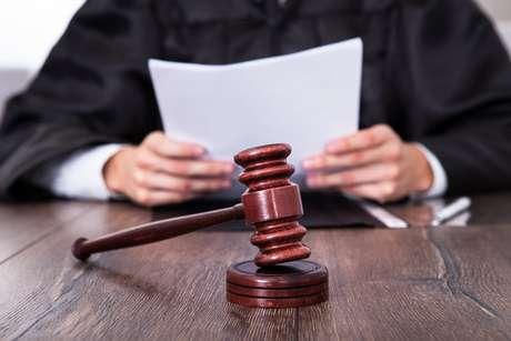 Para causas no Juizado Especial Cível com valor de até 20 salários mínimos, não há necessidade de advogado; o pedido poderá ser formulado pela própria pessoa no setor de distribuição.