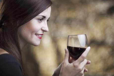 Combina una copa de vino con una copa de agua
