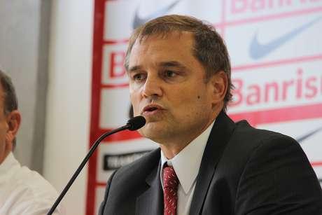 <p>Técnico Diego Aguirre pode levantar taça em seu primeiro jogo como profissional</p>
