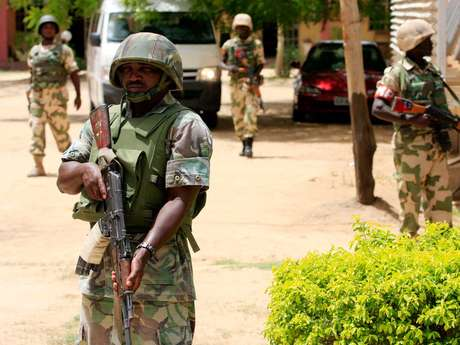 <p>Soldados nigerianos tentam proteger a cidade de&nbsp;Maiduguri,&nbsp;Nig&eacute;ria, da amea&ccedil;a do grupo&nbsp;Boko Haram</p>