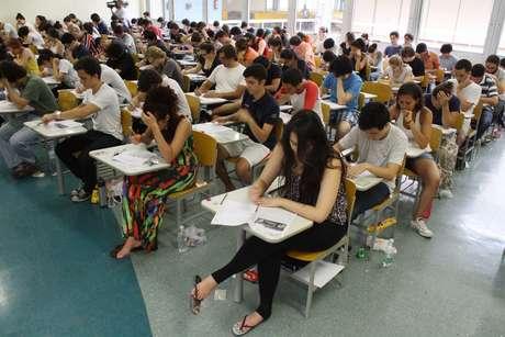 Estudantes fazem prova da 1ª fase do vestibular mais concorrido do país em São Paulo