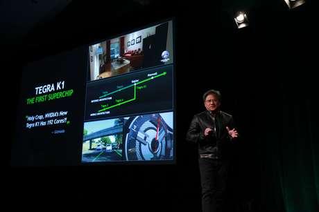 Presidente da Nvidia, Jen-Hsun Huang, apresenta o novo chip da empresa para carros inteligentes