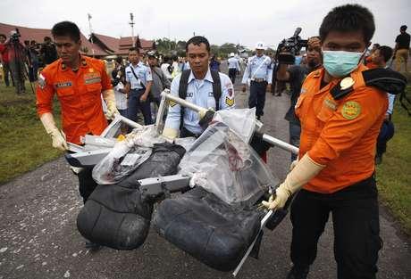 Neste domingo, a quinta grande parte da aeronave foi encontrada