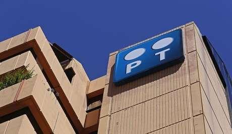 Logotipo da Portugal Telecom na sede da empresa em Lisboa.