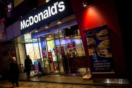 <p>Fachada de uma da filiais do McDonald's em Tóquio</p>