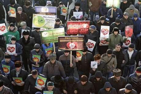 <p>Milhares participam de manifestação anti-Charlie na região russa da Chechênia</p>
