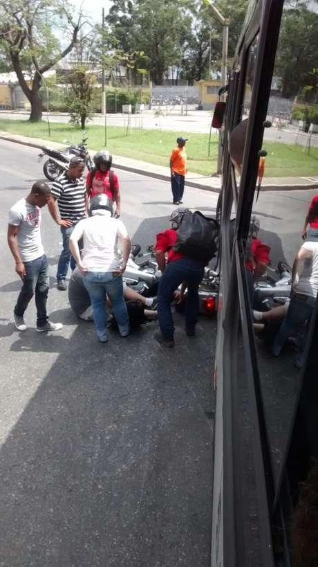 <p>Acidente entre ônibus e moto deixa uma pessoa ferida em São Paulo</p>