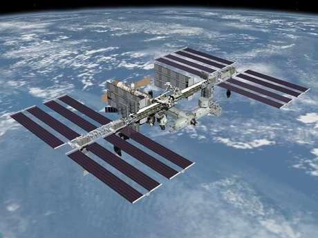 <p>Foto de divulgação da Nasa com a Estação Espacial Internacional sobre a Terra</p>