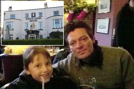 """Figura de idosa no canto direito do pub intrigou a família; bar seria próximo a um prédio antigo """"assombrado"""""""