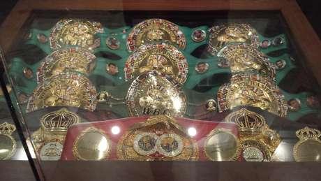 Entrada do MGM conta com exposição dos cinturões de boxe