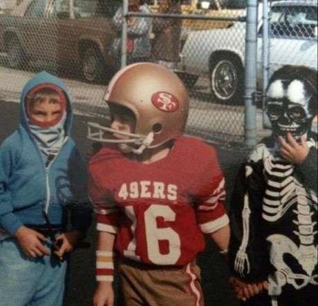 Trajado de Joe Montana, Brady escreveu que se prepara para o próximo domingo desde 1983