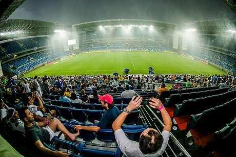 <p>Construída para sediar quatro jogos da primeira fase da Copa, Arena Pantanal está interditada para reparos</p>