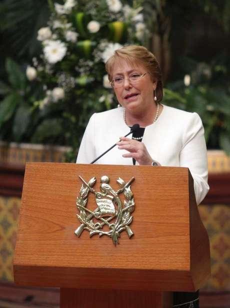 <p>Michelle Bachelet diz que proibição do aborto põe em risco a vida das mulheres</p>