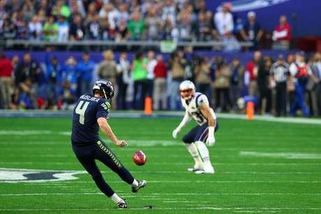 Seattle Seahawks ganharam o cara ou coroa e decidiram começar o jogo com a defesa em campo