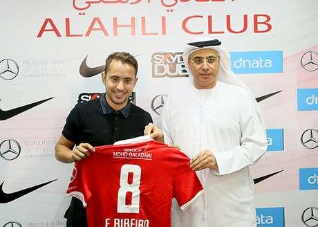 Everton Ribeiro não resistiu à proposta vantajosa do Al Ahli