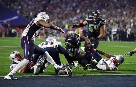 Para manter o hábito: Marshawn Lynch fez o primeiro touchdown dos Seahawks no Super Bowl