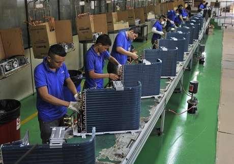 Confiança da indústria registrou mais um mês de queda