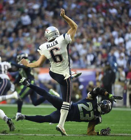 Primeira campanha dos Patriots terminou com o punter Ryan Allen atingido após o chute