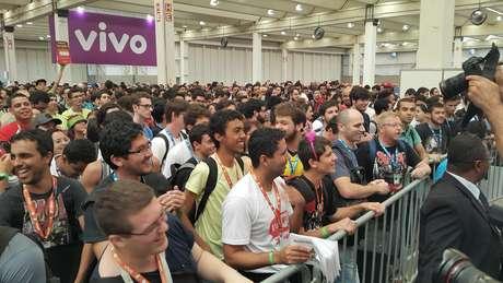 """Antes de abrirem os portões, os nerds entoaram gritos como """"sem violência"""" e a canção de abertura do desenho """"Dragon Ball Z"""""""