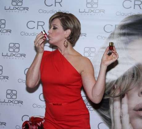 """Nesta sexta-feira (6), a atriz Claudia Raia lançou sua linha de esmaltes, """"Raia Rouge"""", no Hotel TWC,em São Paulo"""