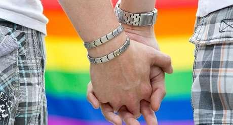 A decisão abrange também as uniões estáveis de casais LGBTs (lésbicas, gays, bissexuais, travestis e transexuais).