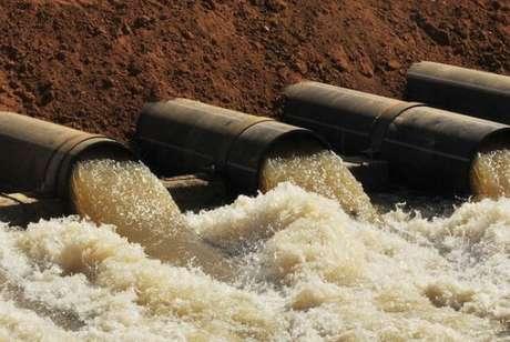 Menos água dificulta a dispersão de poluentes