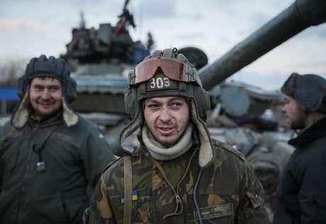<p>Embora um cessar-fogo tenha sido conquistado na Ucrânia, nenhum dos dois lados do conflito - exército da Ucrânia ou separatistas - têm feito jus à promessa de paz na região</p>