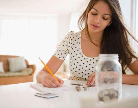 La mayor diferencia entre una línea de crédito y un préstamo personal radica en cómo el prestamista reparte el dinero.