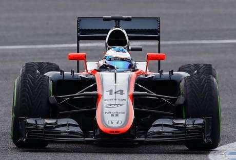 O piloto de Fórmula 1 da McLaren Fernando Alonso durante a pré-temporada na pista de Jerez, no sul da Espanha. 03/02/2015