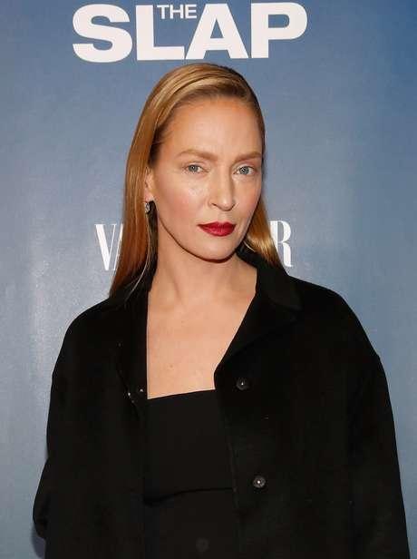 Atriz Uma Thurman chamou atenção com maquiagem poderosa em pré-estreia