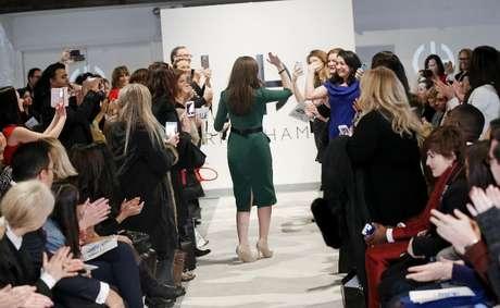 Diferente de fins convencionais de desfiles de moda, a estilista comemora apresentação com o público
