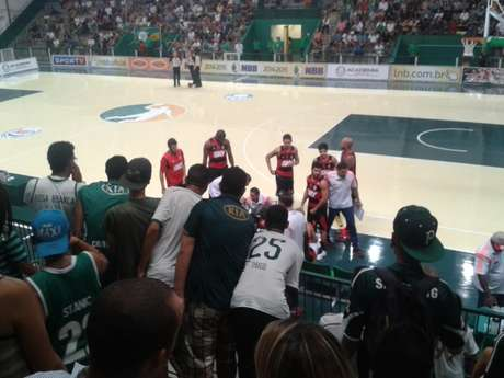 Torcida alviverde pressionou flamenguistas durante toda a partida