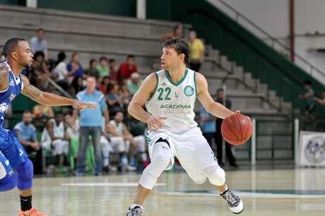 Max Stanic elogiou basquetebol brasileiro