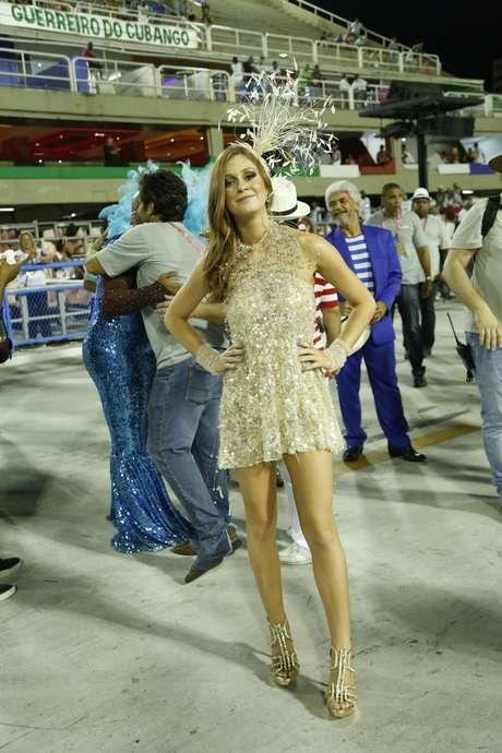 Marina Ruy Barbosa mostrou as pernas, de forma discreta, com vestido soltinho