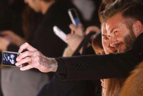 David Beckham faz uma selfie com o filho Brooklin