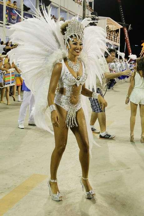 <p>Sheron Menezes, ex-Rainha de Bateria da Portela, voltou este ano como musa</p>
