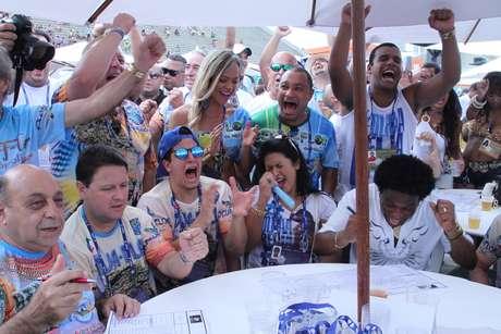 <p>Beija-Flor comemora 13º título no Carnaval carioca</p>