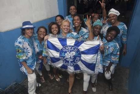 <p>Integrantes da Beija-Flor comemoram o título</p>