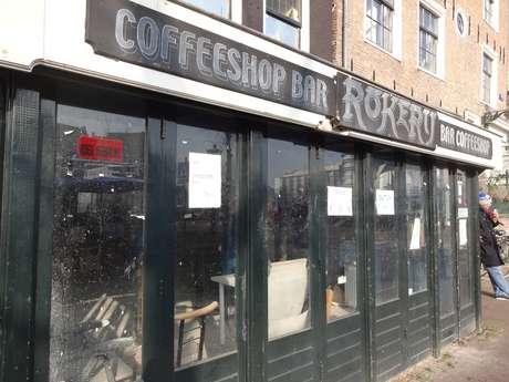 <p>Mais de 30 coffee shopsjá foram fechadas em Amsterdã,onde o desejo do governo é extingui-las completamente do seu principal ponto, o famoso Red Light District</p>