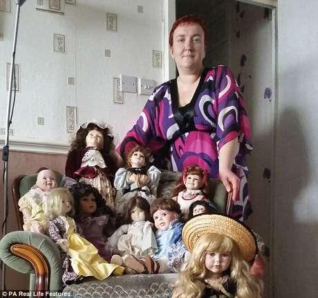 Britânica diz que suas bonecas têm espíritos de gente morta