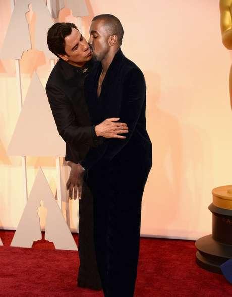 John Travolta e Kanye West esquentam o clima
