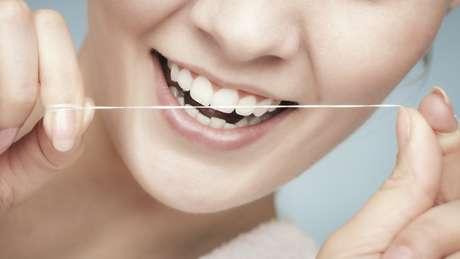 Elija el hilo dental con la espesura ideal para tu boca
