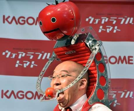 <p>Criado pela Kagome, o robô <em>Tomatan</em> é uma mochila que pode carregar seis tomates de tamanho médio</p>