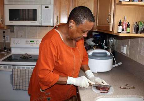 Placenta ajuda a restaurar seu corpo com vitaminas, minerais e hormônios, diz a parteira Claudia Booker